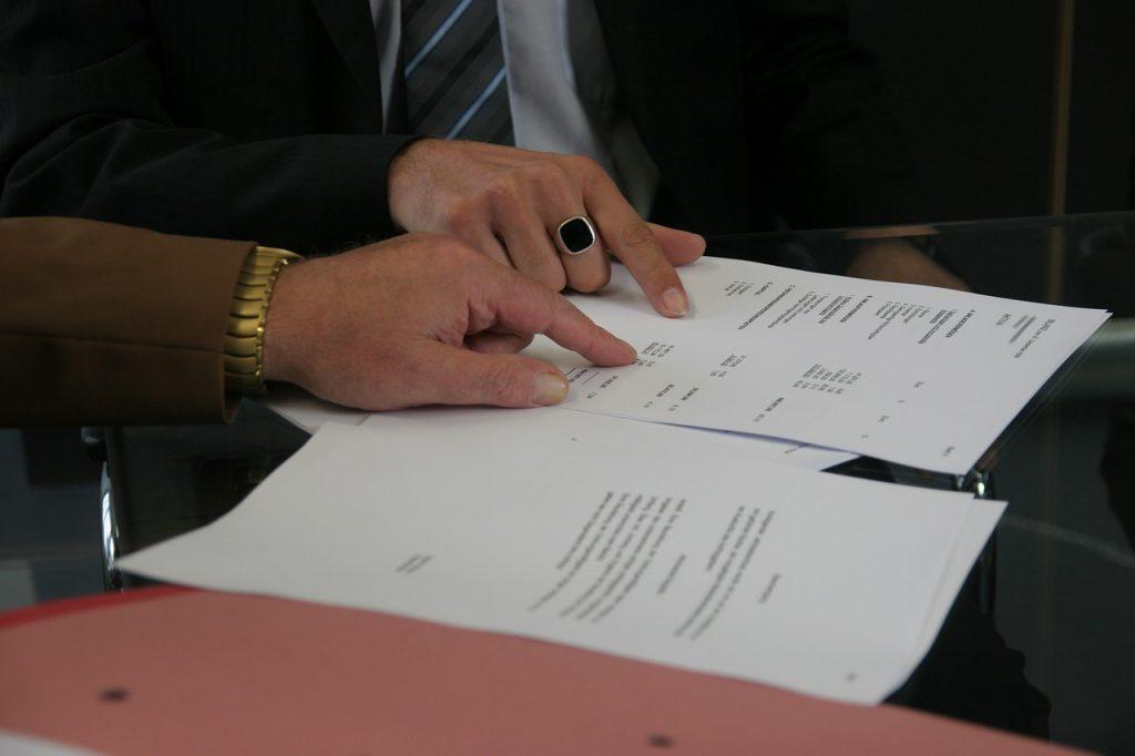 חתימה על מסמכים – דרישות ביטוח במכרזים
